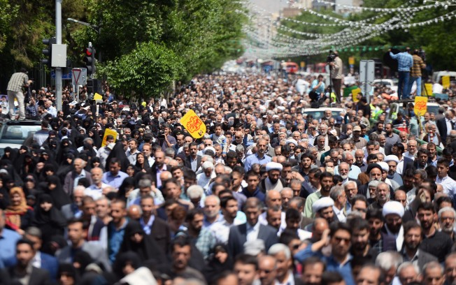 In Iran, a Plunging Economy Trumps Fears of US Confrontation