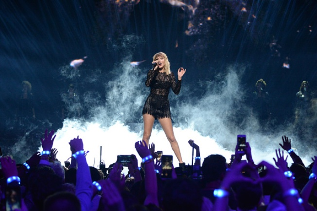 Taylor Swift to Bring Reputation Stadium Tour to Gillette