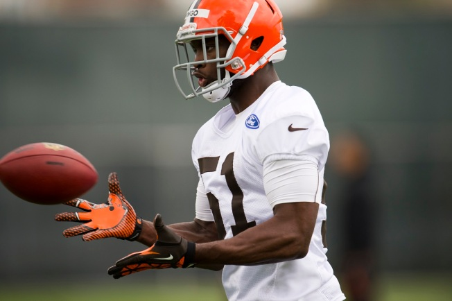 Cleveland Browns Trade Linebacker Barkevious Mingo to Patriots