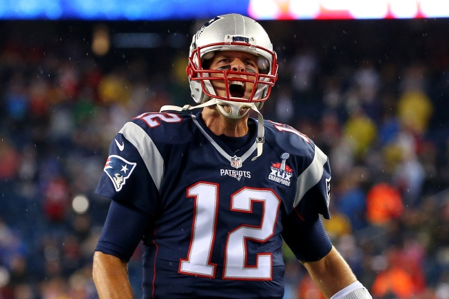Brady Throws for 466 Yards, Leads Patriots Past Bills 40-32