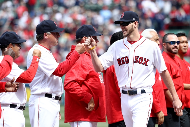 Chris Sale Gets Warm Reception in Return to Chicago With Red Sox