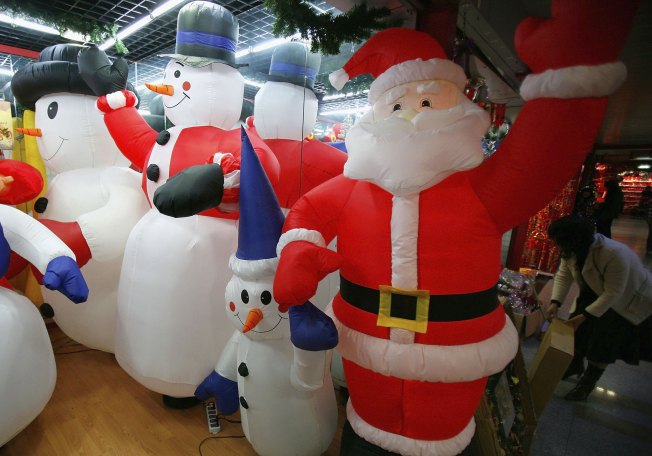 Inflatable Santa Slashed for 2nd Year in a Row