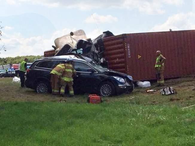 1 Dead in Van Vs. Tractor-Trailer Crash