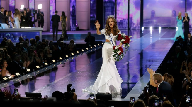 'I Think He Cheated': Patriots Fans React to Miss America's 'Deflategate' Answer