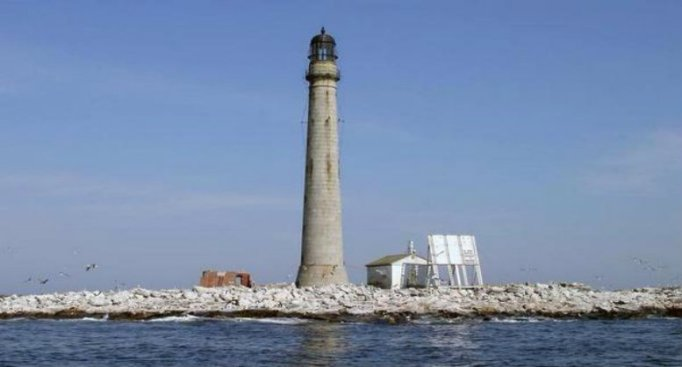 Deadline Extended for Bidding on Maine Lighthouse